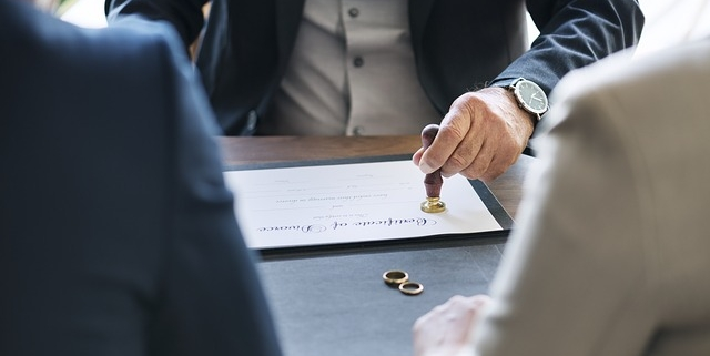 What Happens If The Other Party Won't Sign the Divorce Papers?